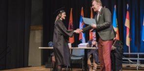 Įteiktos KPA premijos LCC tarptautinio universiteto absolventams